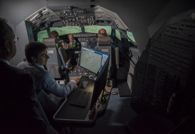 B737 Cockpit Full FLight Simulator GTA Madrid, Spain